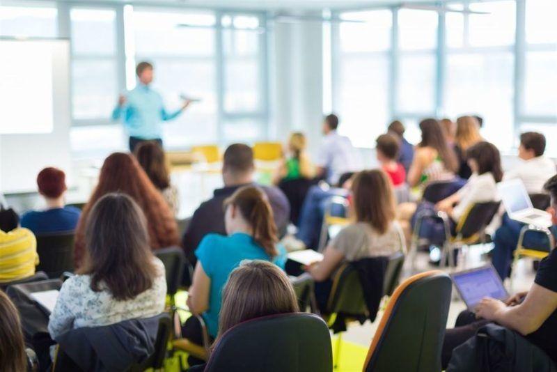 Desempleados realizando cursos del SEPE