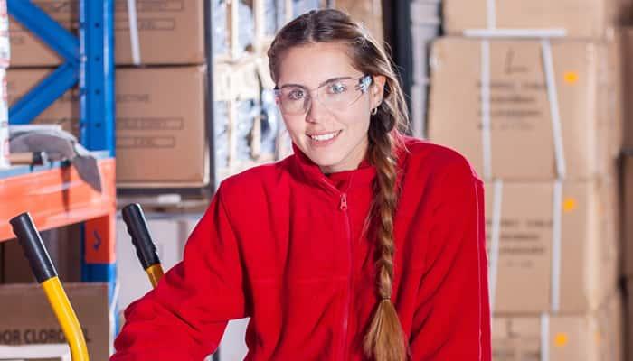 chica joven trabajadora