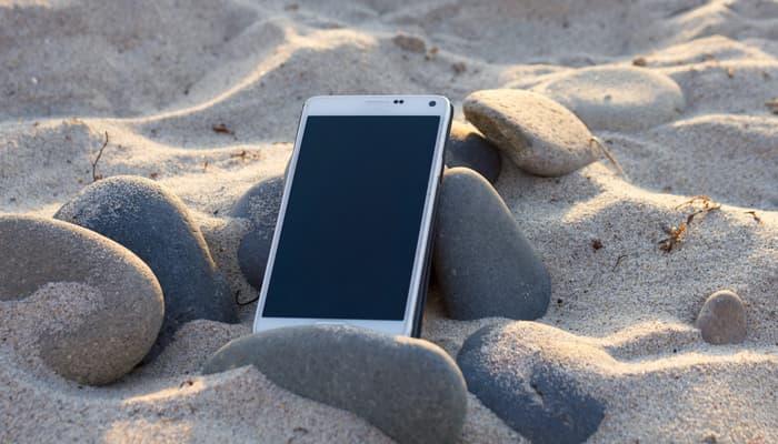 Smartphone en la playa